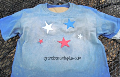 DIY 4th of July Patriotic T-Shirt ww/w.grandfparentsplus.com