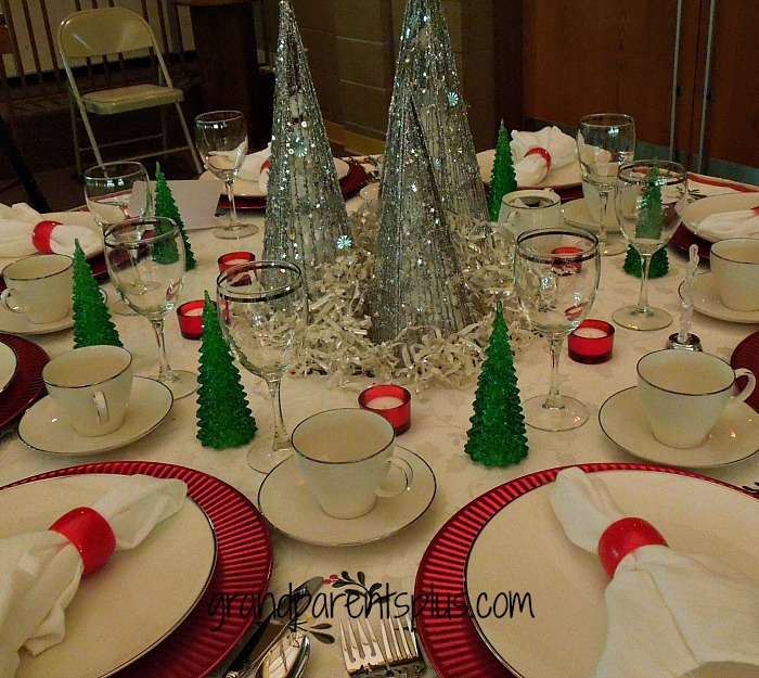 Christmas Place Settings   grandparentsplus.com