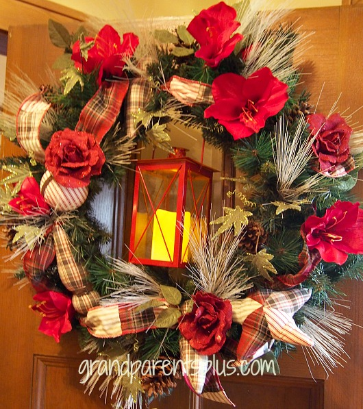 Christmas Idea House Porch wreath Christmas Idea House 2014
