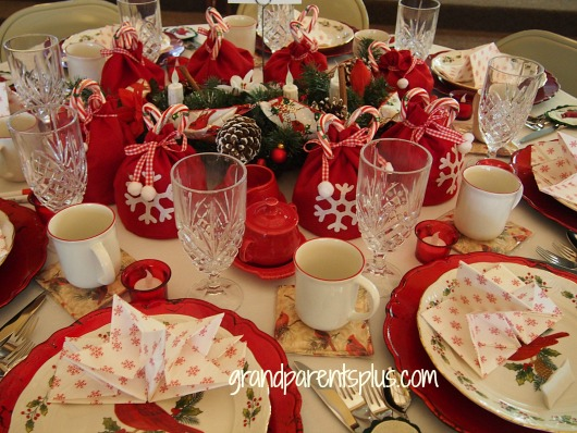 Christmas Tablescapes cardinals Christmas Tablescapes   Part 2